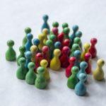 「集団極化」話し合いで意見が偏る、革新的・保守的な思考になってしまう理由について