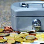 浪費癖、節約の強要…モラハラにおける経済的DV・虐待の例