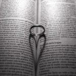 恋愛関係で「現実的になると逃げたい」と感じてしまう理由・心理について